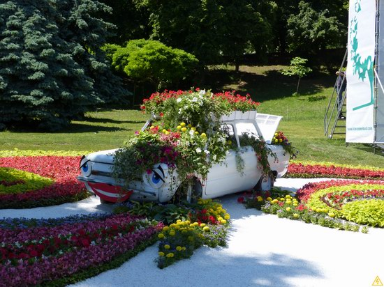 Exhibition of flower cars at Pevcheskoe Pole in Kiev, Ukraine photo 7