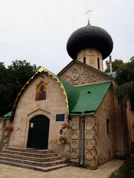 Church in Natalievka estate, Kharkov region, Ukraine photo 3