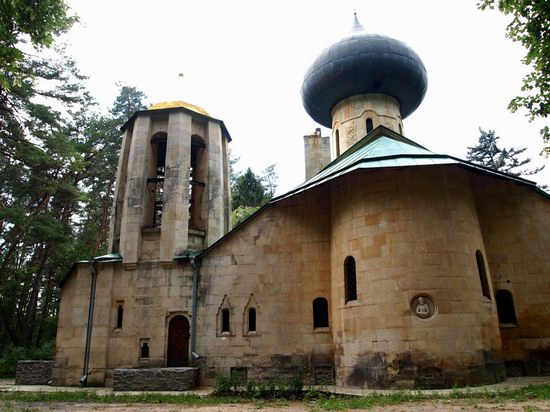 Church in Natalievka estate, Kharkov region, Ukraine photo 6