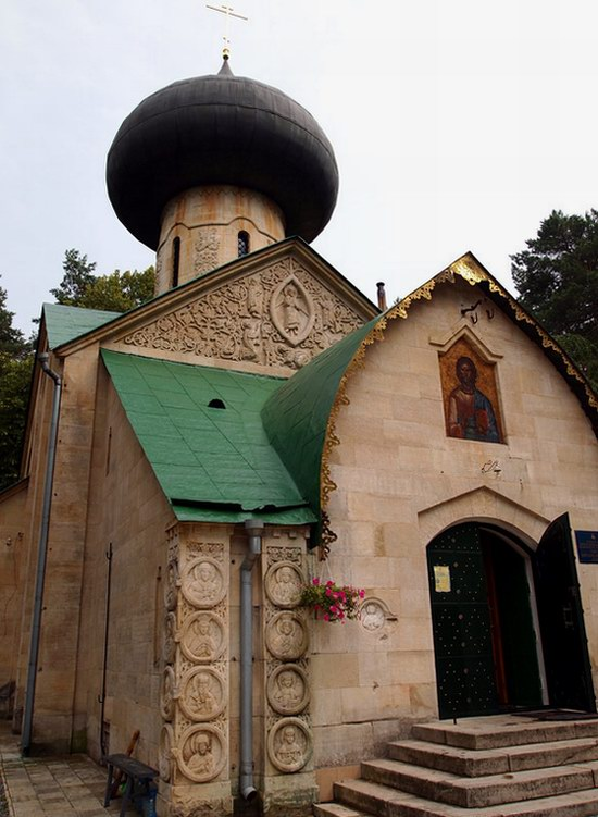 Church in Natalievka estate, Kharkov region, Ukraine photo 8