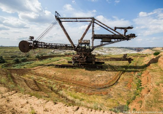 Post-apocalyptic mining machinery, Ukraine photo 1