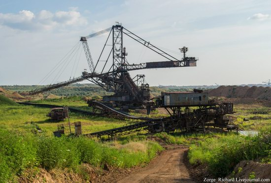 Post-apocalyptic mining machinery, Ukraine photo 10