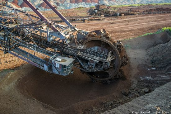 Post-apocalyptic mining machinery, Ukraine photo 14