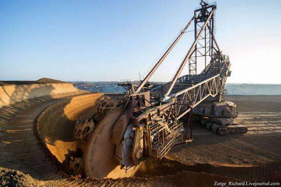 Post-apocalyptic mining machinery, Ukraine photo 16