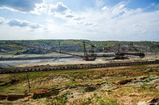 Post-apocalyptic mining machinery, Ukraine photo 3
