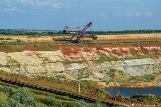 Post-apocalyptic mining machinery, Ukraine photo 8