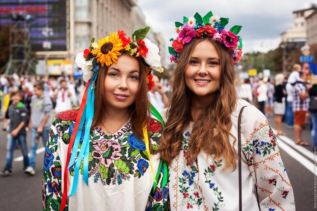 Kandidatkinja s liste Desne lige : Otkako su muškarci ženama dali pravo glasa svijet je otišao kvragu Ukrainians-celebrating-independence-day-kyiv-8