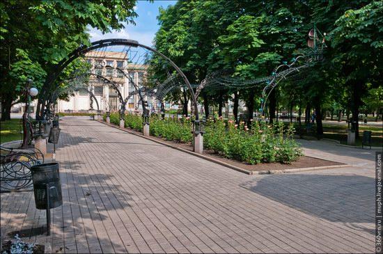 Forged Figures Park, Donetsk, Ukraine photo 2