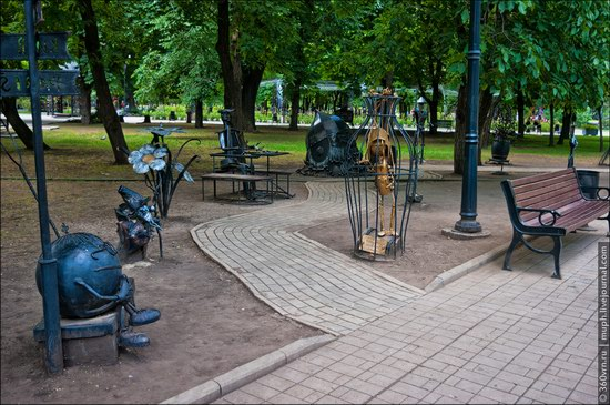 Forged Figures Park, Donetsk, Ukraine photo 3