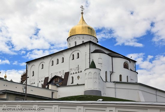 The Holy Trinity Cathedral of the Pochaev Lavra, Ukraine photo 3