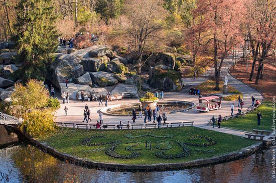 Golden Autumn in Sofiyivka Park, Uman, Ukraine photo 2