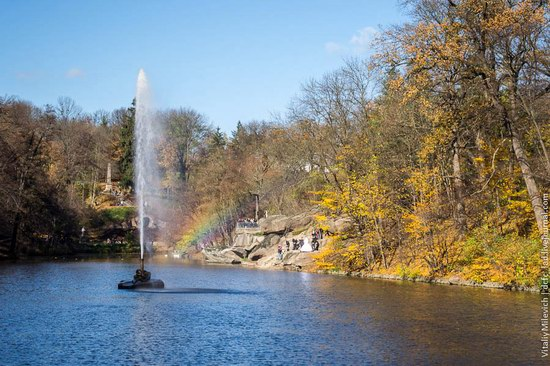 Golden Autumn in Sofiyivka Park, Uman, Ukraine photo 4