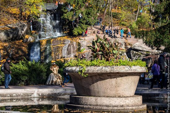 Golden Autumn in Sofiyivka Park, Uman, Ukraine photo 6