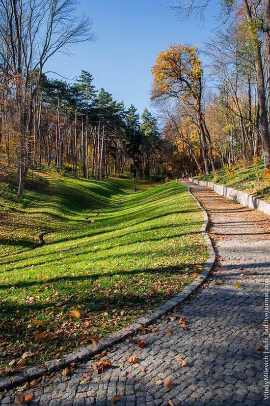 Golden Autumn in Sofiyivka Park, Uman, Ukraine photo 9