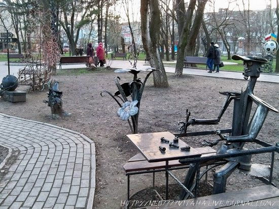 Forged Figures Park in Donetsk, Ukraine, photo 16