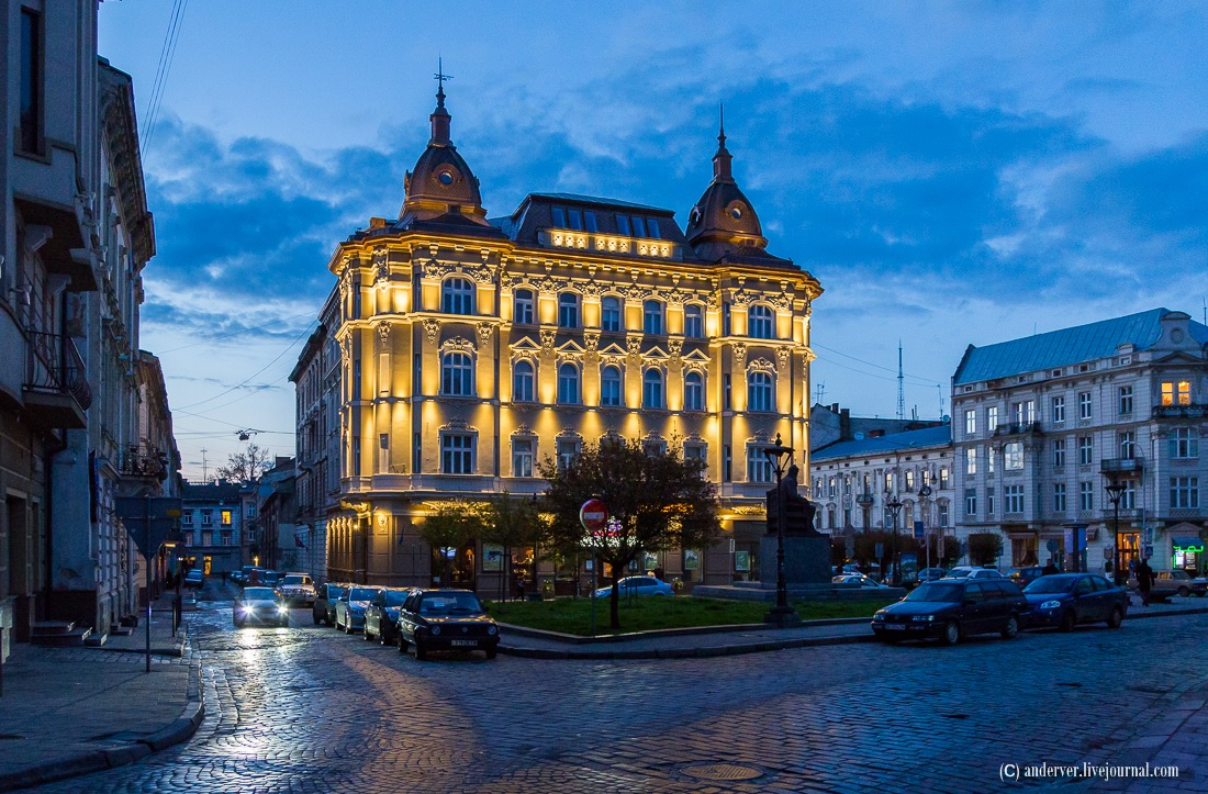 Beautiful architecture of Lviv · Ukraine travel blog