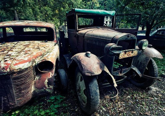 Abandoned vintage cars, Ukraine, photo 1