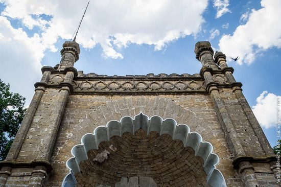 Abandoned Moorish palace near Odessa, Ukraine, photo 2
