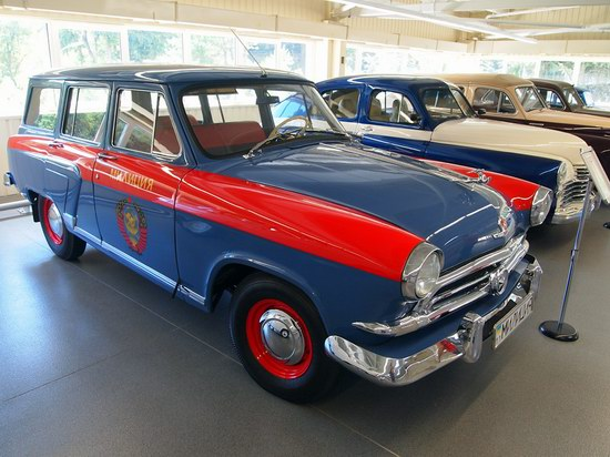 Vintage cars collection Mezhigorie, Ukraine, photo 13