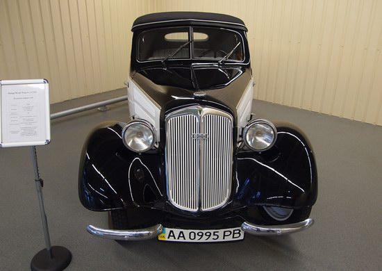 Vintage cars collection Mezhigorie, Ukraine, photo 7