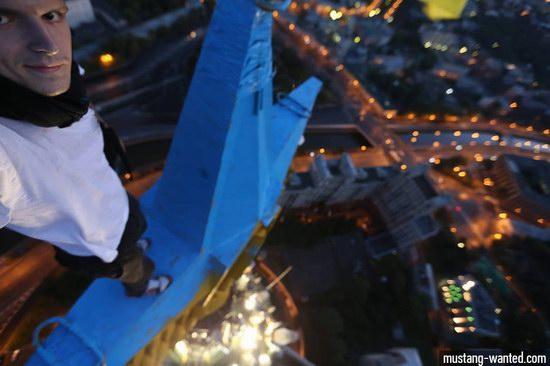 Ukrainian flag raised over Moscow, Russia, photo 4