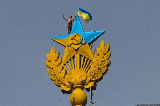 Ukrainian flag raised over Moscow, Russia, photo 1