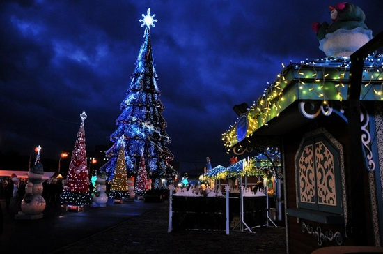 new-year-tree-kharkov-ukraine-1-small