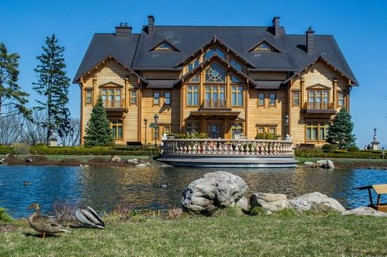 The former residence of Yanukovych in Mezhyhiria, Ukraine, photo 1