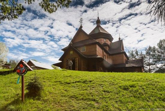 Church in Kryvorivnia, Ukraine, photo 12