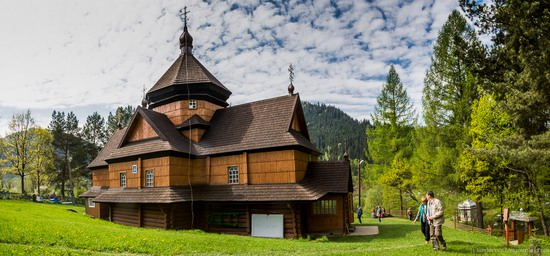 Church in Kryvorivnia, Ukraine, photo 3