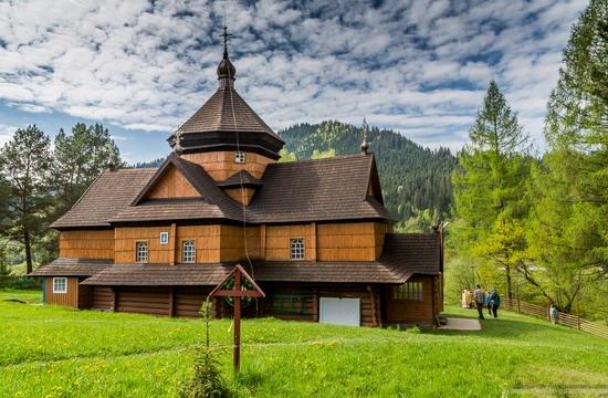 Church in Kryvorivnia, Ukraine, photo 4