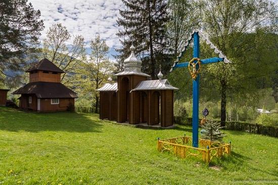 Church in Kryvorivnia, Ukraine, photo 8