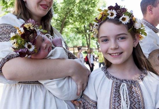 Marsh in national costumes, Odessa, Ukraine, photo 2