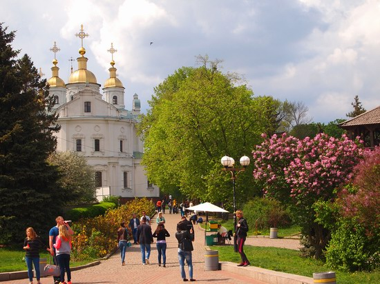 Poltava streets in spring, Ukraine, photo 1