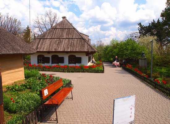 Poltava streets in spring, Ukraine, photo 15