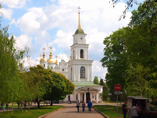Poltava streets in spring, Ukraine, photo 2