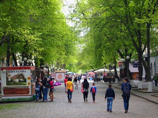 Poltava streets in spring, Ukraine, photo 4