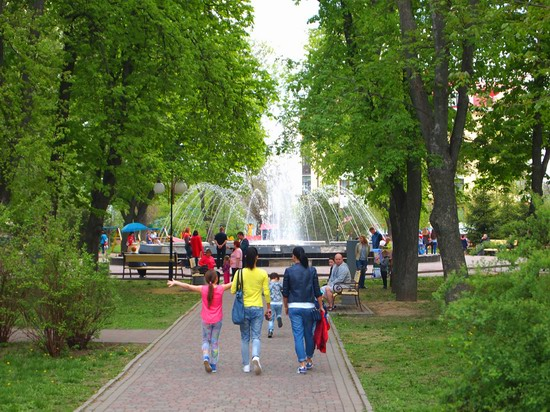 Poltava streets in spring, Ukraine, photo 5