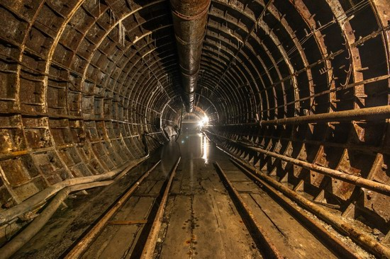 The catacombs of the unfinished subway, Dnepropetrovsk, Ukraine, photo 12