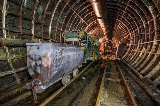 The catacombs of the unfinished subway, Dnepropetrovsk, Ukraine, photo 13