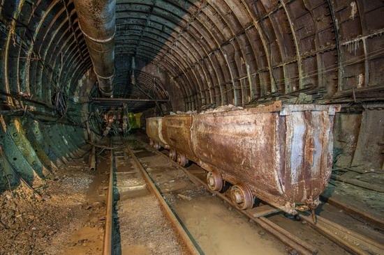 The catacombs of the unfinished subway, Dnepropetrovsk, Ukraine, photo 15