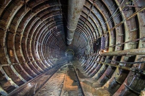 The catacombs of the unfinished subway, Dnepropetrovsk, Ukraine, photo 16
