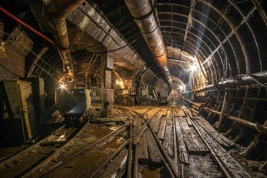 The catacombs of the unfinished subway, Dnepropetrovsk, Ukraine, photo 2