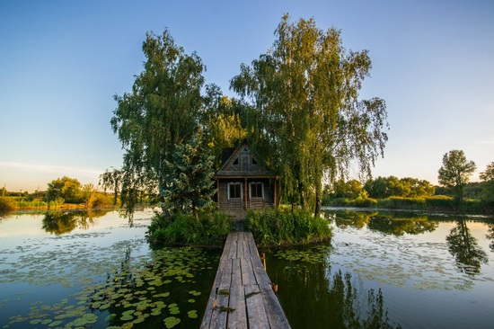 Fairy-tale house in the middle of the lake near Kyiv, Ukraine, photo 1