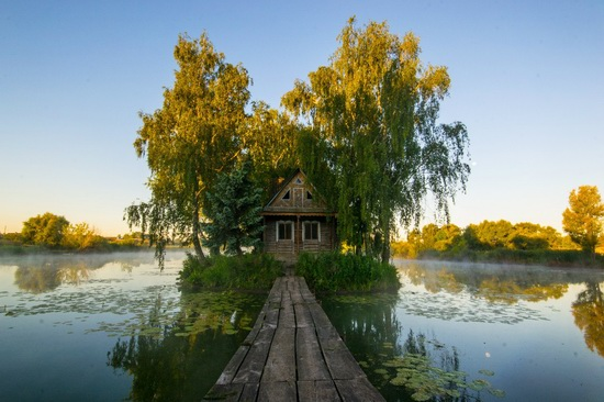 Fairy-tale house in the middle of the lake near Kyiv, Ukraine, photo 12