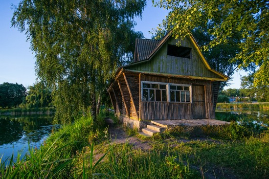 Fairy-tale house in the middle of the lake near Kyiv, Ukraine, photo 4