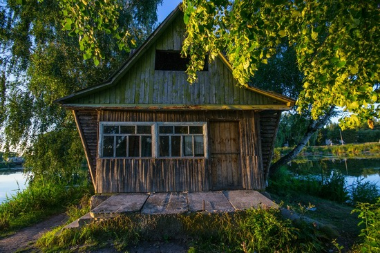 Fairy-tale house in the middle of the lake near Kyiv, Ukraine, photo 5