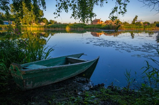 Fairy-tale house in the middle of the lake near Kyiv, Ukraine, photo 6