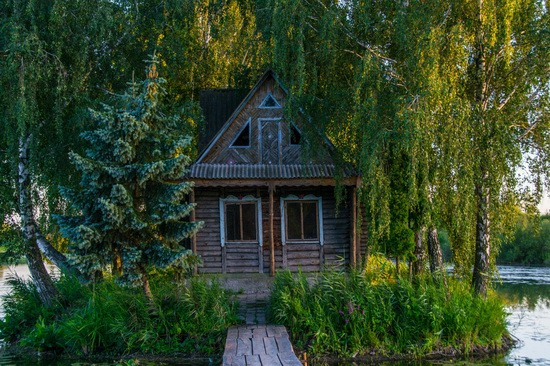 Fairy-tale house in the middle of the lake near Kyiv, Ukraine, photo 8