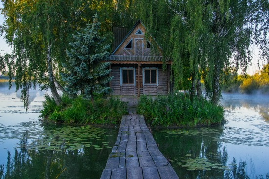 Fairy-tale house in the middle of the lake near Kyiv, Ukraine, photo 9